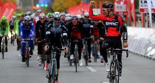 Gilbert se hace con la etapa y con el liderato en Pekín