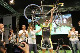 Julián Sanz bate el récord en un rodillo: 2.738 kilómetros