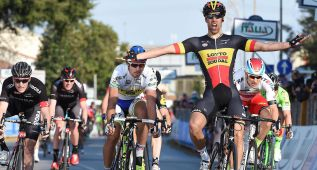El belga Debusschere ganó el accidentado sprint de Cascina