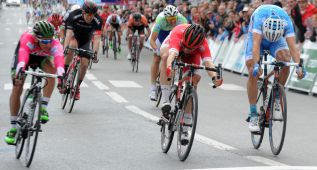 Coquard pierde el sprint ante Ahlstrand pero sigue líder