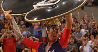 Wiggins revienta el récord de Dowsett con 54,526 kilómetros
