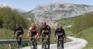 Sotres y Ermita de Alba, belleza y rampas del 30% en la Vuelta