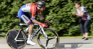 Tom Dumoulin, primer líder tras batir a Cancellara en 5,4 km