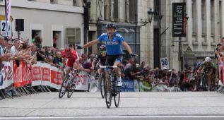Contador regresa décimo en una etapa ganada por Steven Tronet