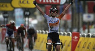La holandesa Van der Breggen ganó en los Campos Elíseos