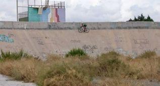 Un campeón de España rueda entre los restos del botellón