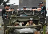 El Tour presenta a sus soldados en camiones de guerra