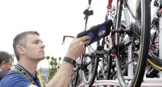 La UCI controla ya marcos y ruedas en busca de motores