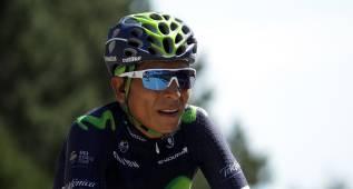 Nairo Quintana subió agarrado a una moto en el Mont Ventoux