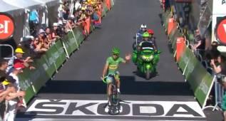 Sagan se cambió de maillot en bici e hizo un caballito en meta