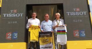 Merckx, Hinault y Janssen, en la salida del Tour en Sallanches