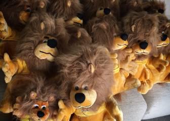 Chris Froome muestra su colección de leones del Tour