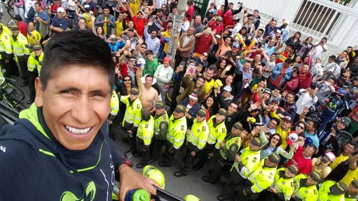 Nairo Quintana presume de Vuelta por las calles de Bogotá
