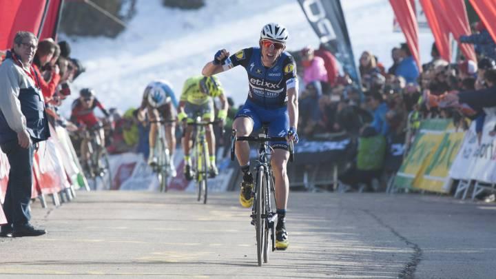 Dan Martin celebra su triunfo en la cima de La Molina en la Volta a Catalunya 2016.