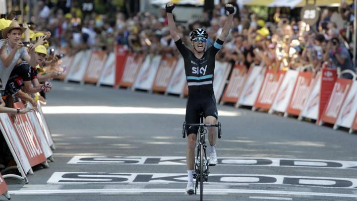 Chris Froome celebra su victoria en la octava etapa del Tour de Francia 2016 en Bagneres de Luchon tras un espectacular descenso del Col del Peyresourde.