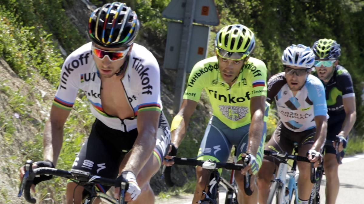 Peter Sagan y Alberto Contador, durante una etapa del pasado Tour de Francia. Ambos corredores han cambiado de equipo para la temporada 2017.
