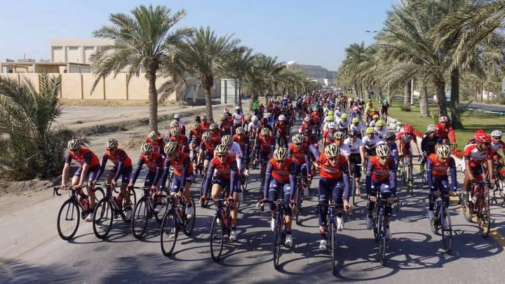 El Bahrain-Merida engancha a los aficionados de su país