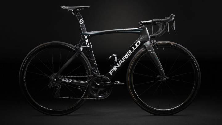 El equipo Sky presentó la Pinarello Dogma F10, la bicicleta con la que Chris Froome tratará de conquistar su cuarto Tour de Francia.