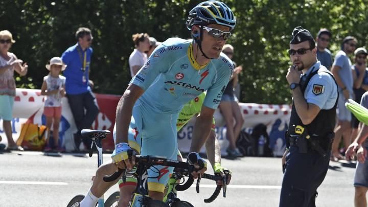 Luis León Sánchez rueda escapado durante la quinta etapa con final en Le Lioran en el Tour de Francia 2016.