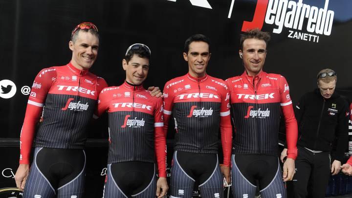 Markel Irizar, Jesús Hernández, Alberto Contador y Haimar Zubeldia posan con el maillot del Trek-Segafredo para la temporada 2017.