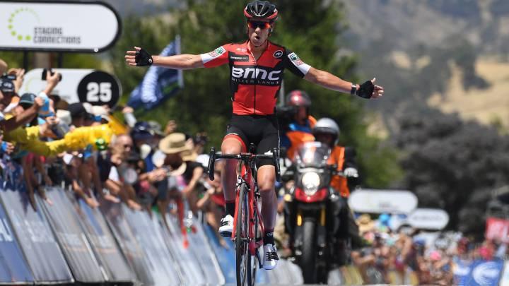 El corredor australiano Richie Porte del equipo BMC Racing celebra su victoria en Paracombe durante la segunda etapa del Tour Down Under.