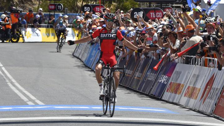 Richie Porte celebra su victoria en Willunga Hill en el Tour Down Under 2016.