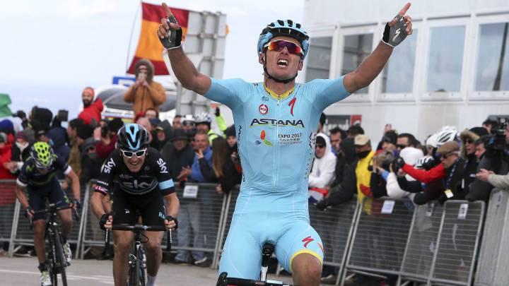El ciclista muleño Luis León Sánchez (Astana) celebra su victoria en la segunda etapa de la Vuelta al Algarve en el Alto da Foia.