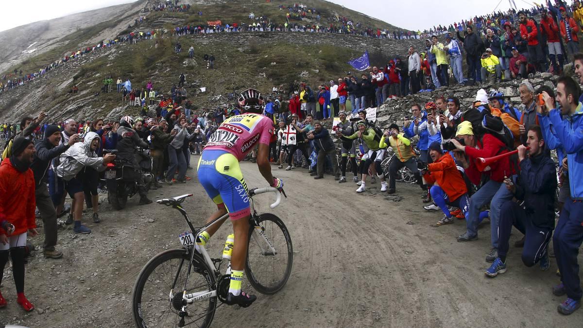 Alberto Contador Asciende El Colle Delle Finestre Durante El Giro De Italia