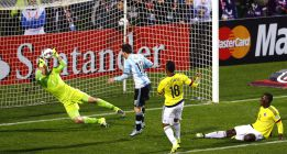 La figura: David Ospina resistió a Argentina hasta cuando pudo