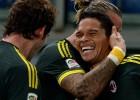 Bacca marca su sexto gol y el Milan acecha a los líderes