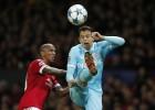 Arias titular en el valioso empate del PSV ante el United