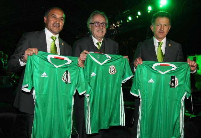 15db8004b2885 Selección México Juan Carlos Osorio presenta la nueva camiseta del ...