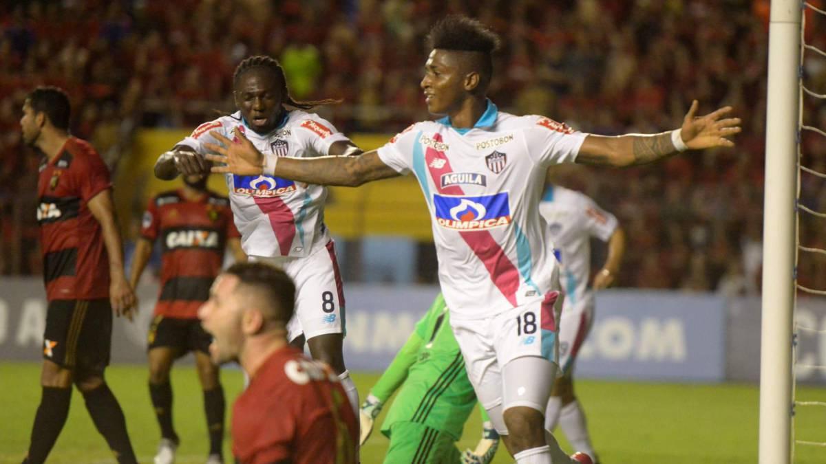 Sport Recife experimenta con Eugenio Mena