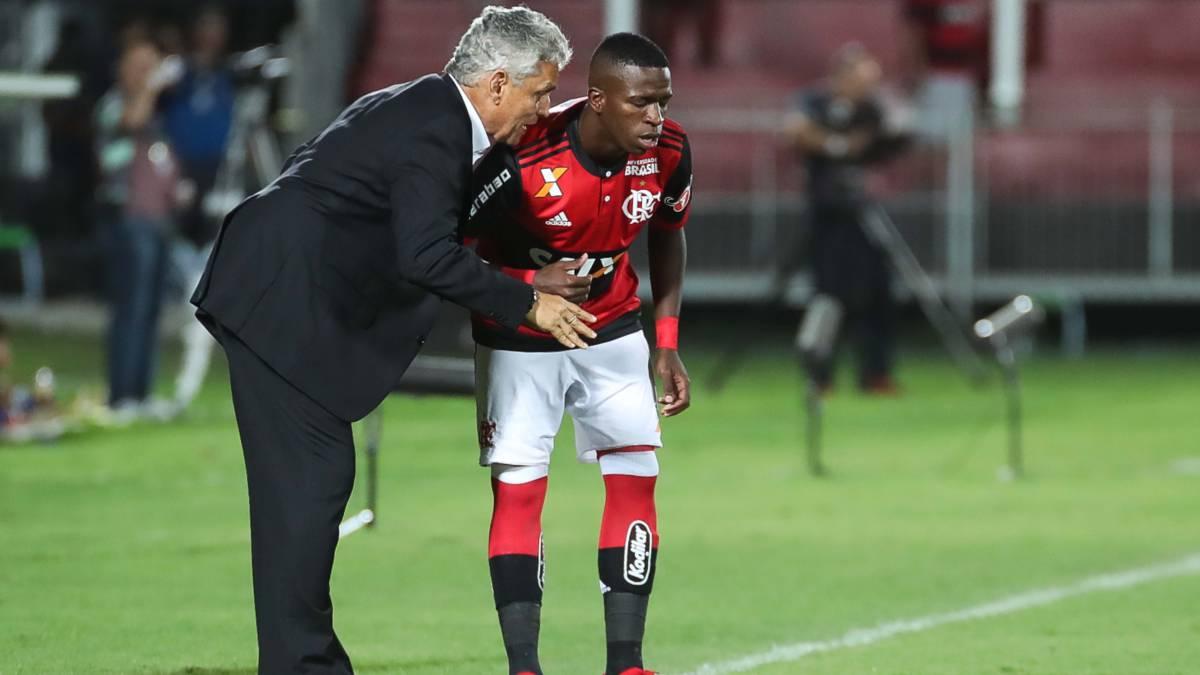 Flamengo golea al campeón Corinthians y espera por Junior