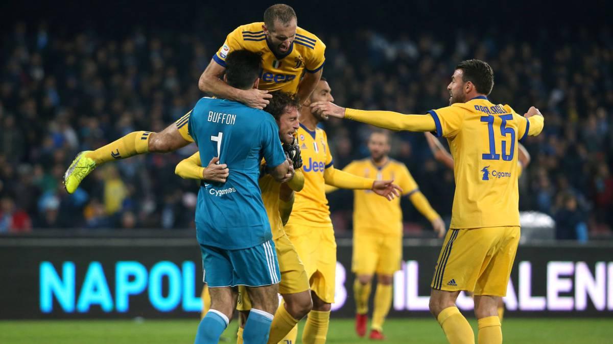 La Juve gana en Nápoles (0-1) y el Inter se hace con el liderato tras golear al Chievo (5-0)