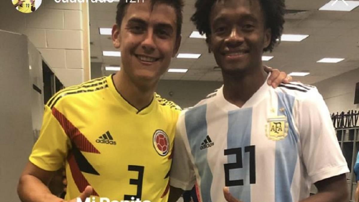 detailed look 46215 f848d Entre panitas: Cuadrado cambia camiseta con Paulo Dybala ...