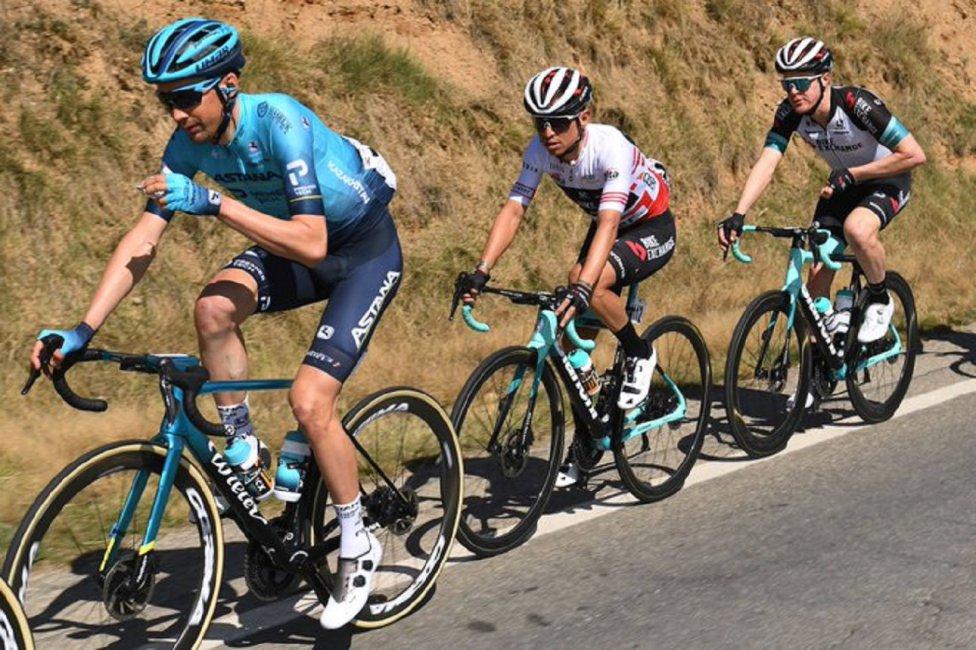Esteban Chaves mandó en la etapa reina de la Volta a Catalunya y consiguió su primera victoria en 2021
