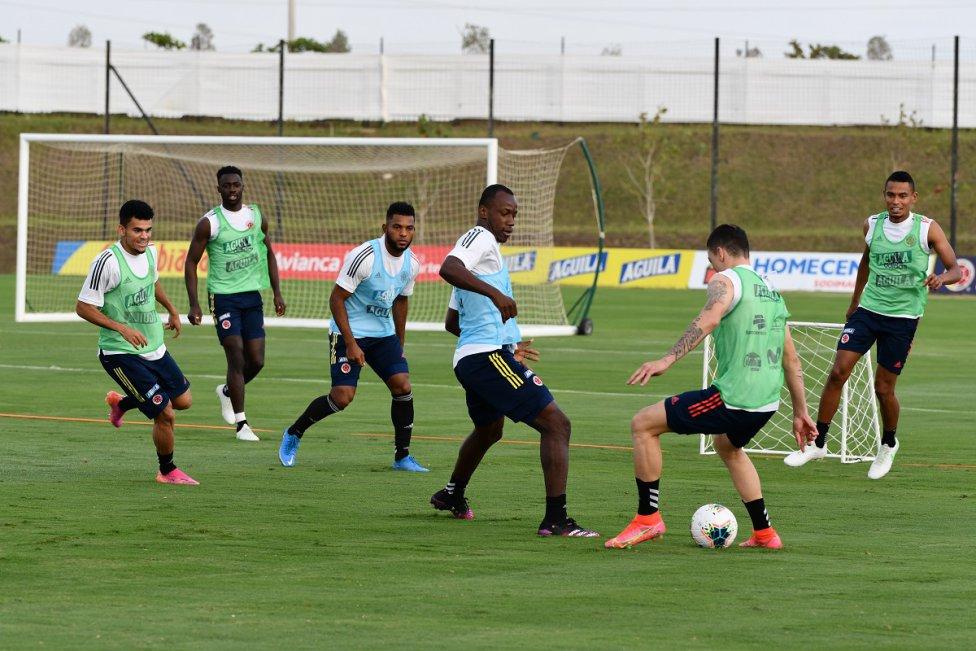 La Selección Colombia completó una semana de trabajos y se enfoca en el duelo de Eliminatorias ante Perú. Reinaldo Rueda ha estado muy atento a sus elegidos.