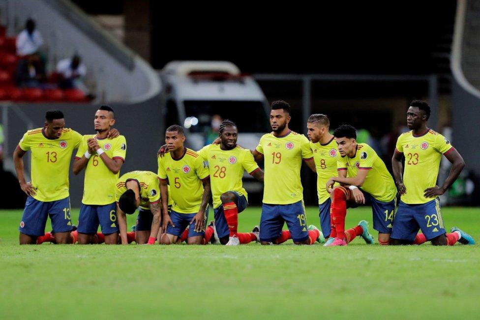 El equipo de Reinaldo Rueda derrotó a Uruguay en penales y avanzó a la siguiente ronda del torneo continental. David Ospina, la gran figura en Brasilia.