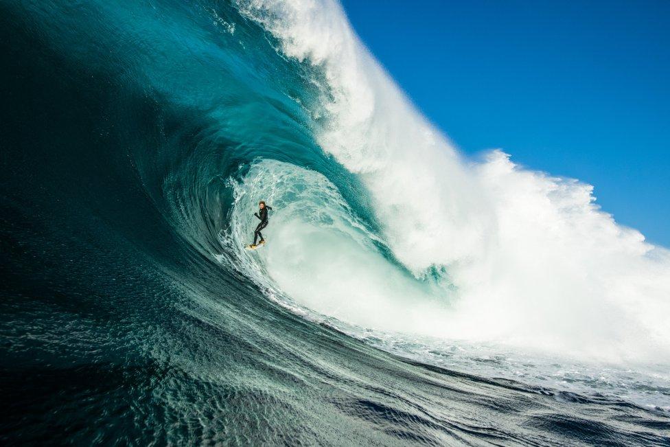 ola ganadora nikon surf pohto of the year awards stu gibson surfista tubo ola gigante