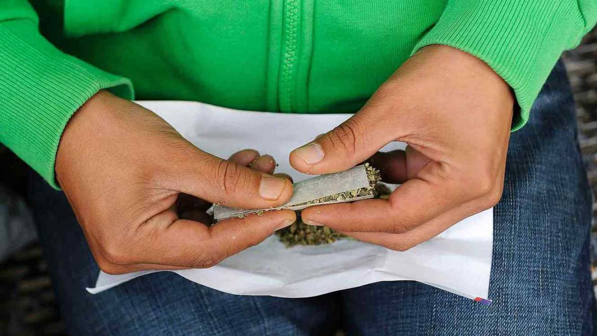 Resultado de imagen para marihuana fumando