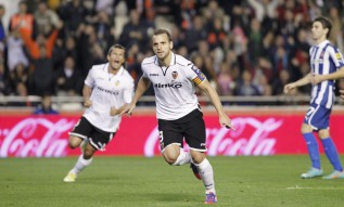Debatable late penalty gives Valencia controversial win