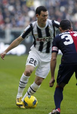 Juventus and Real Madrid in talks over Lichtsteiner