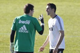 Spain full-back Álvaro Arbeloa seeks Iker Casillas talks