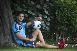 Isco admits receiving offers from Manchester City and Madrid