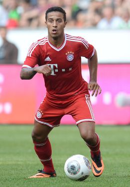 Bayern swat Hamburg aside as Thiago makes his debut
