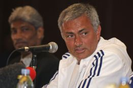 """Mou: """"I think Cristiano is going to stay at Real Madrid"""""""