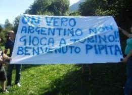 Napoli fans welcome imminent arrival of Higuaín with banner