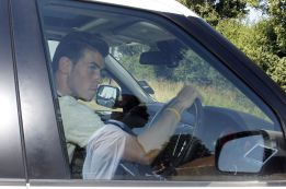 Bale turns up the heat by arriving late to training