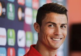 "CR7 marks himself out of 10: ""Nine. I always want to improve"""